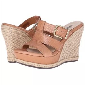 UGG Classic Tan Leather Wedges Size 7.5